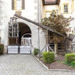Wippgalgen mit Tauchkäfig (Strappado with ducking cage) vor dem Mittelalterlichen Kriminalmuseum