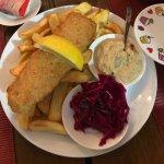 Die Scones sind der Hammer! Fish & Chips wie in Großbritannien und der selbstgemachte Rotkrautsa