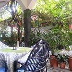 Terrasse vor dem Haus: gut zum Essen, Trinken, Freundschaften schließen