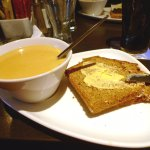 Curry parsnip soup with brown bread