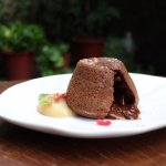 Chocolate Lava Cake with Guava Sauce 巧克力熔岩蛋糕佐臺灣土芭樂醬