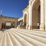 Escalinata de acceso a la Basílica del Rosario