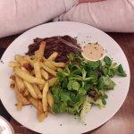 bavette sauce poivre frites salade