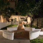 il corridoio interno esclusivo che porta al giardino