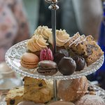 Mini cakes and sweets presentation