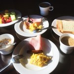 Complementary breakfast buffet on the club lounge