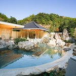 【1階 よさこい温泉】高知県の観光名所【桂浜】をイメージした露天風呂でございます。