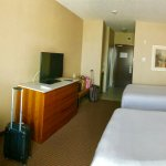 Photo de Holiday Inn Express Hotel & Suites Calgary NW-Banff Trail