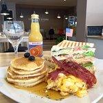 American Breakfast & Lunch