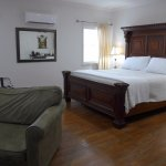 The Manhattan Room had a very comfortable king bed, big walk-in tile shower. Beautifully furnish
