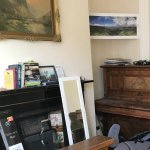 Clattered sitting room with no TV