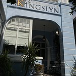 We had a great stay at the Kingslyn. A big THANK YOU to Rachel, Deon and their staff. What a fan