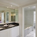 Landmark Suite Bathroom