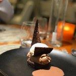 Chocolat Valrhona noir et lait, crémeux et sablé, tuile croquante cacao, glace Dulcey