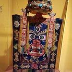 Paneau representando entidade demoníaca, com coroa