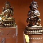 Estátuas de Buda à esquerda
