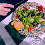 Très bon repas en couple malgré une table bruyante et l'eau en carafe au goût très javelisé.