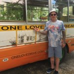 One Love Bus Bar Crawl Foto