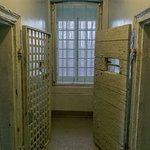 Dans les couloirs de la prison -