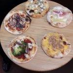 Degustazione  pizza Tagliere  con  cinque  gusti differenti  abbinati  alla  stagionalita'.