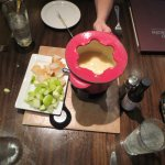 The fondue served with bread & apples