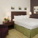 Foto de DoubleTree by Hilton Hotel Campbell - Pruneyard Plaza