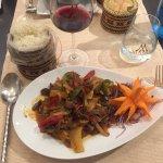 Plat : boeuf sauté au wok, piment, aubergines naines et légumes