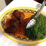 Lo stufato di carne bovina con spinaci