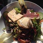 Salade Lotoise (foie gras, cabecou, gésiers, magret de canard)