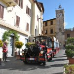con il trenino turistico puoi muoverti all'interno di Chianciano Terme e scoprire tutte le belle