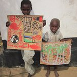 Painting with kindergarten children in Tanzania