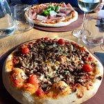 Pizzas délicieuses et tiramisu