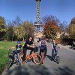 Petrin toren in park te Praag