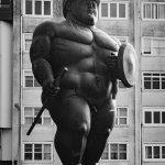 Estatua en el exterior de la Domus