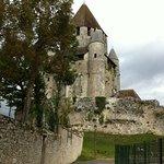 L'hôtel est tout près de la cité médiévale (Tour César)