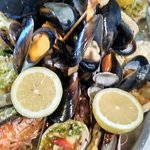 Parrilla:Mejillones,Gambas, Merluza, Pez espada, Conchas finas, Calamares, Almejas, Mejillones