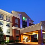 Exterior view of the Holiday Inn Express Murfreesboro, TN