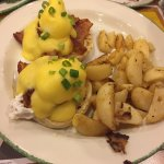 Eggs Benny w/ Tomato, Bacon & Breakfast Potatoes