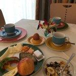 Огромный номер и отличный базовый завтрак