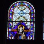 Vitrail de Sainte Clotilde au-dessus de l'orgue de tribune, en façade