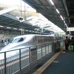新神戸駅に到着中のさくら565号