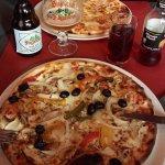 Pizzas vegetariana e Quatro queijos e Cerva Fagnes