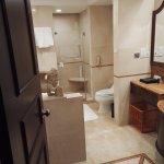 Room 422 with bathtub
