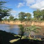 La zona del desayuno, a la orilla del río Mara