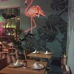 Me llamo la atención el mural con el flamingo