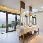 Ocean View Pool Suite Bathroom