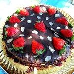 Tarta de chocolate con fresas