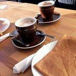 Chocolat chaud et crêpe au sucre