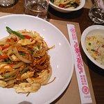 Nouilles sautées au wok + riz cantonnais