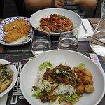 Salade Bo Bun + légumes au wok / Nouilles sautées + poulet au citron